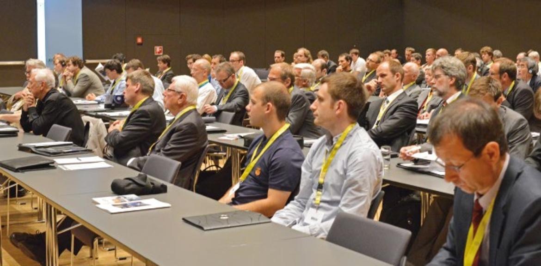Das Foto zeigt Konferenzteilnehmer der SLT 2014 wie sie einem Vortrag lauschen.